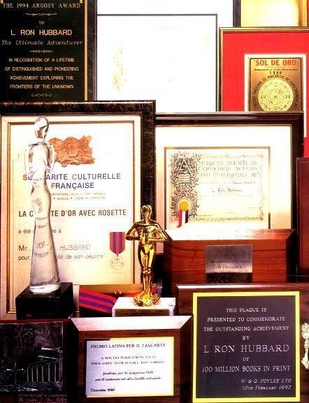 Некоторые из тысяч наград Л. Рона Хаббарда.
