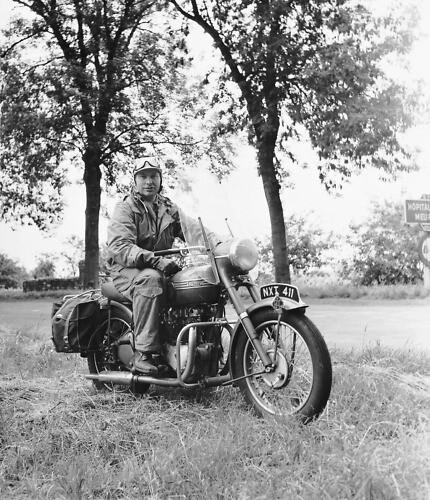 Л. Рон Хаббард на мотоцикле – любовь со студенческих времен.