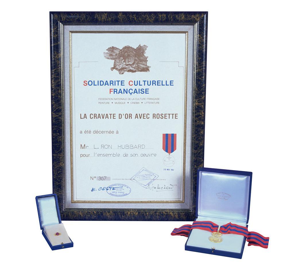 Золотая медаль «За литературные труды и свершения» от французской Академии искусств, наук и литературы